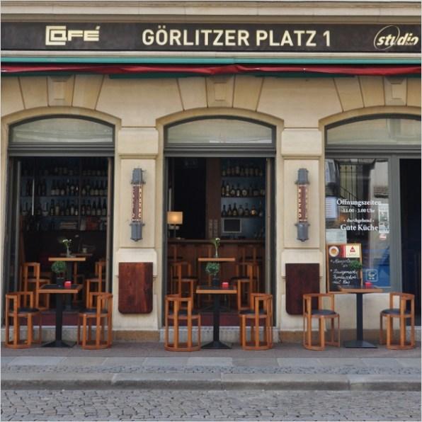 Monument protection and flexible sandstone (Sandstone wallpaper) Gründerzeit facade coated with the Königstein design; Year 2008