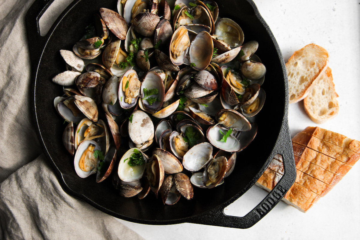 Clams in Butter White Wine Sauce