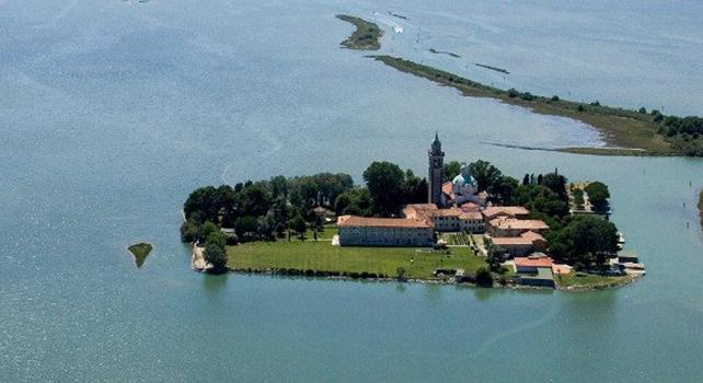 """""""Cinque frati non bastano"""" e il monastero sull'isola si arrende dopo 1437 anni"""