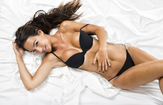 sexy-woman-in-bed-2-620x400