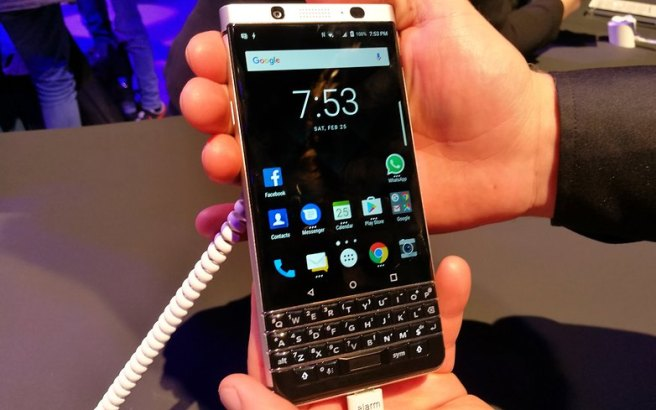 AndroidPIT-BlackBerry-KEYone-front-blurry-less-w782