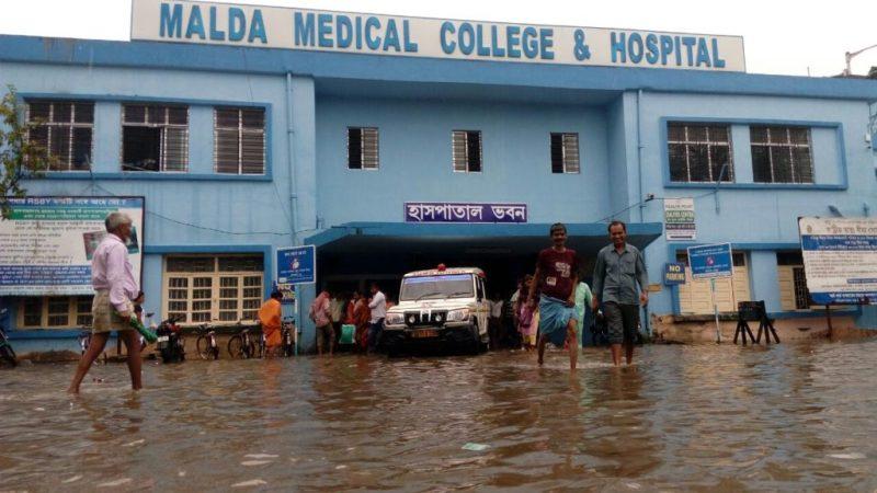 জলমগ্ন মালদহ মেডিক্যাল কলেজ। ছবি- বাবুল হক