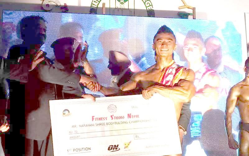 खुल्ला सुगठन प्रतियोगिताको उपाधि मनिस मान लामाले हात पर्न सफल