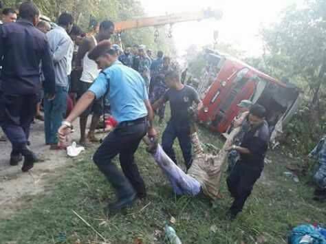 काठमाडौंबाट जनकपुर जाँदै गरेको बस दुर्घटनाग्रस्त, ३ को मृत्यु