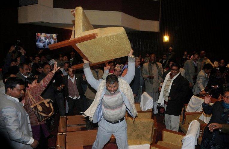 मन्त्रिक्वाटरमै रक्सीको डिलगरी ४२लाख कुम्ल्याएको उमेश यादवको पर्दाफास, सप्तरीमा खैलाबैला