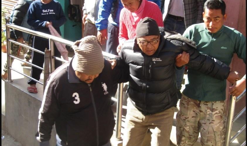 स्थानीयले गरे कांग्रेस र नेकपाका मन्त्रिलाई रामधुलाई, थप उपचारकालागि काठमाण्डौ ल्याइयो