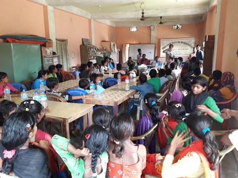 अन्तराष्ट्रिय मजदुर दिवसमा मुसहर समुदायका बालबालिकाहरुलाई शैक्षिक सामग्री वितरण
