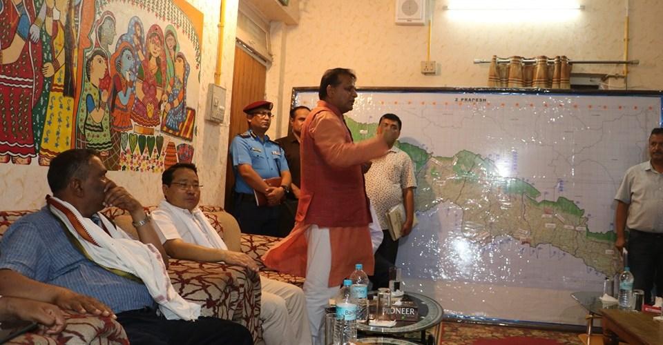 उपप्रधानमन्त्री यादव नेतृत्वको उच्च स्तरीय टोलीद्वारा बाढी पीडित क्षेत्रको निरीक्षण