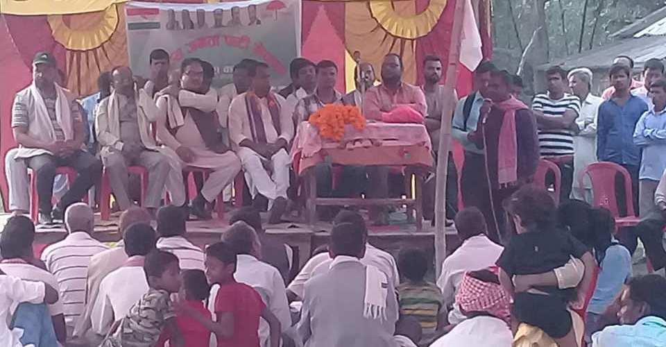 नेकपाका अध्यक्षका उमेदवारसहित कांग्रेस पार्टी परित्याग गरि ३०० जना राजपा नेपालमा प्रबेश