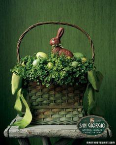 alzata con campana,composizione paquale,arredo,uova,
