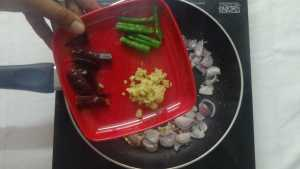 Pachaipayaru sundal -ginger,greenchilli,redchilli