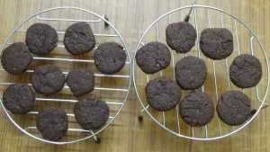 Chocolate cookies -cooling