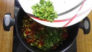 Thiruvathirai kuzhambu -cluster beans