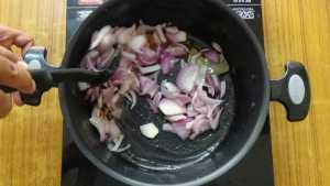 Prawn biryani -fry onions