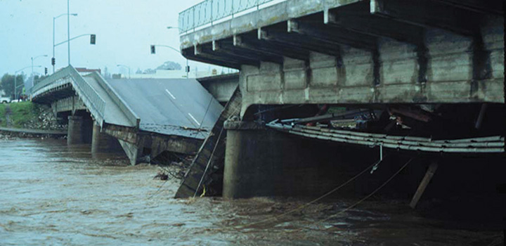 A bridge over the San Lorenzo River was no match for the 1982 El Niño. (Photo by Greg Griggs)