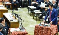 衆院予算委員会で共産党の志位和夫委員長(左手前から2人目)の質問に答える安倍晋三首相=4日午後、国会・衆院第1委員室(斎藤良雄撮影)
