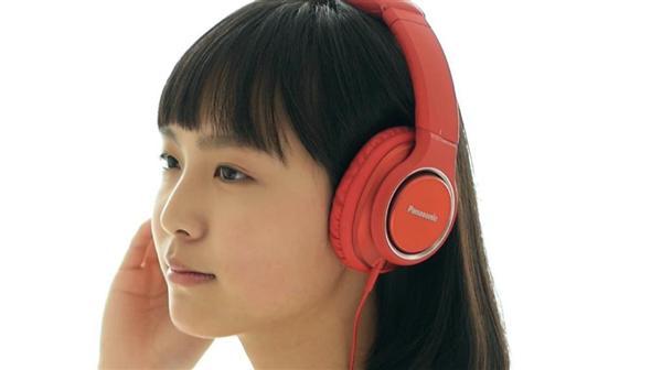 パナソニックの「ハイレゾ」対応の音響機器のCMに出演する女優の駒井蓮さん(パナソニック提供)