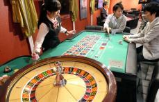日本カジノスクール大阪校のプレス内覧会。併設するカジノカフェ=12日、大阪市中央区のなんばマルイ(前川純一郎撮影)