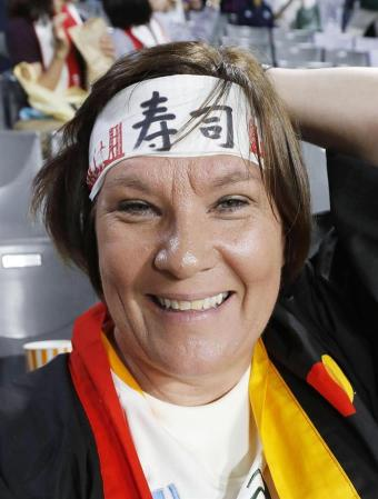 外国人ファンに鉢巻き人気 「日本流で応援したい」 - 読んで見フォト - 産経フォト