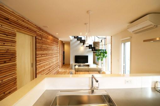 AKITA×DESIGN STANDARD300 由利本荘モデルハウス 1階キッチンとリビング