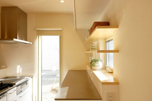 AKITA×DESIGN STANDARD300 由利本荘モデルハウス キッチン横から見た写真