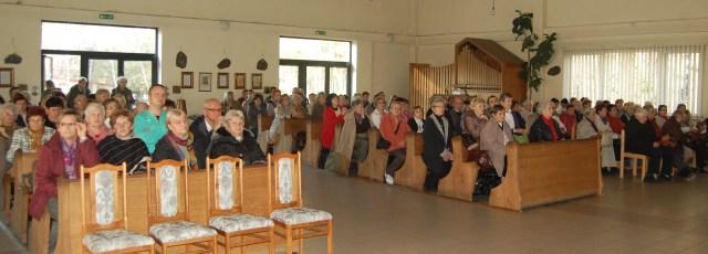 Popolo in chiesa1