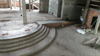 budowa_wylane_schody_prezbiterium2018_03