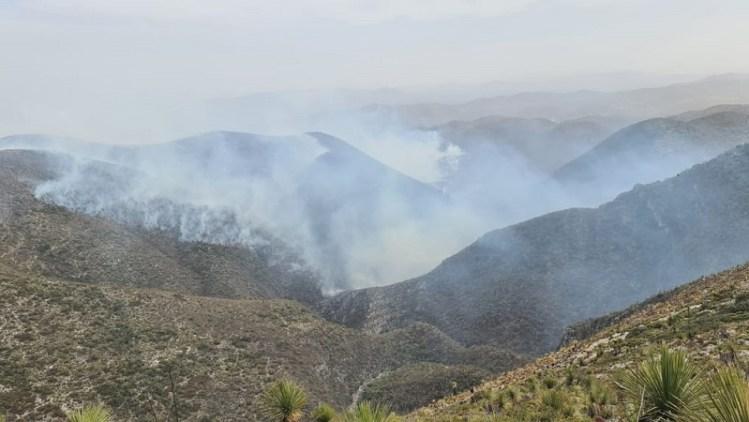 Vientos reactivaron algunos puntos del incendio en la Sierra de Villa de Guadalupe.