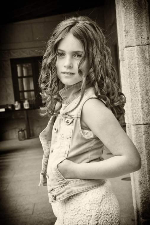 Niños estudio comunión vestidos de calle