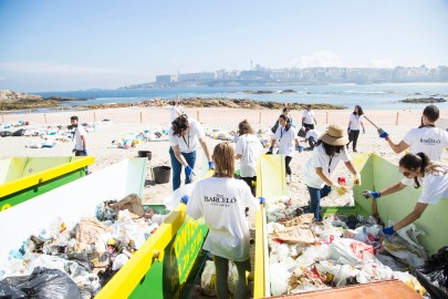 Voluntarios en los Containers