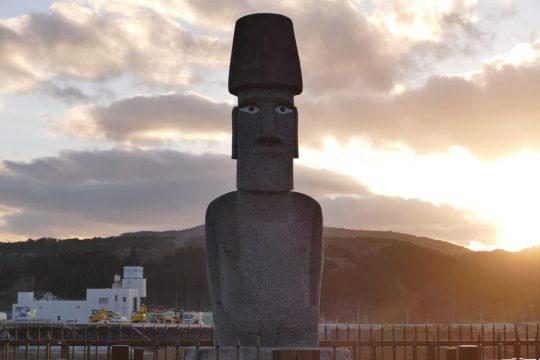 """チリのイースター島から送られた『モアイ像』は""""さんさん商店街""""にございます!"""