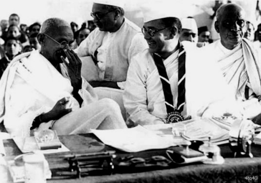 Subhas_Chandra_Bose_with_Gandhi_Ji