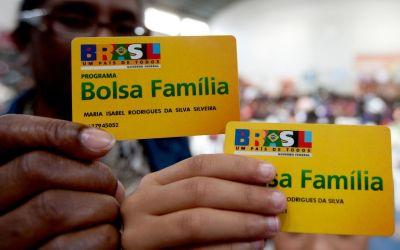 Bolsa Família começa a pagar beneficiários