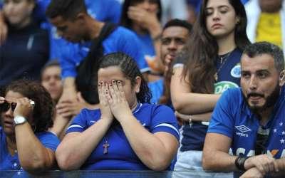Cruzeiro é rebaixado, e Mineirão vira praça de guerra
