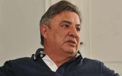 Zezé Perrella deixa o comando do futebol