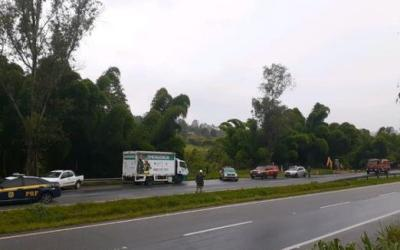 BR-381 fica interditada por 18 horas após acidente