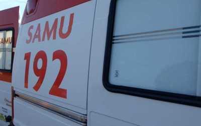 Menino é socorrido pelo SAMU após queda de bicicleta em Itaúna