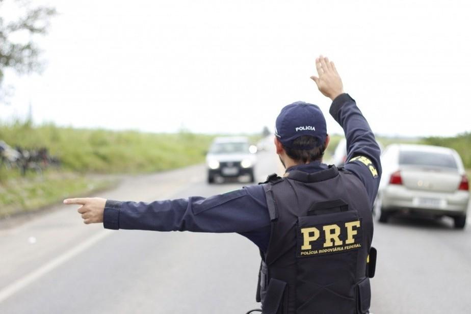 PRF detém homem por uso de CNH falsa em Itatiaiuçu