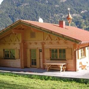 Case prefabbricate in legno a tronchi a telaio blockhaus for Case prefabbricate a lotti stretti