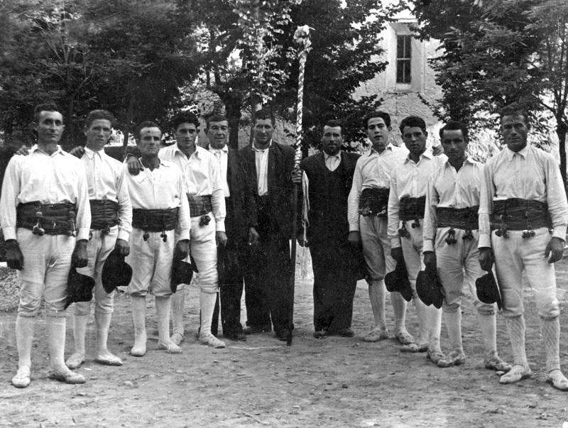 Antiguo grupo de danzantes