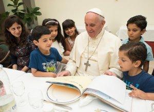 Papež se syrskými dětmi