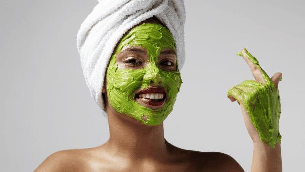 Masque d'avocat pour peau d'acné