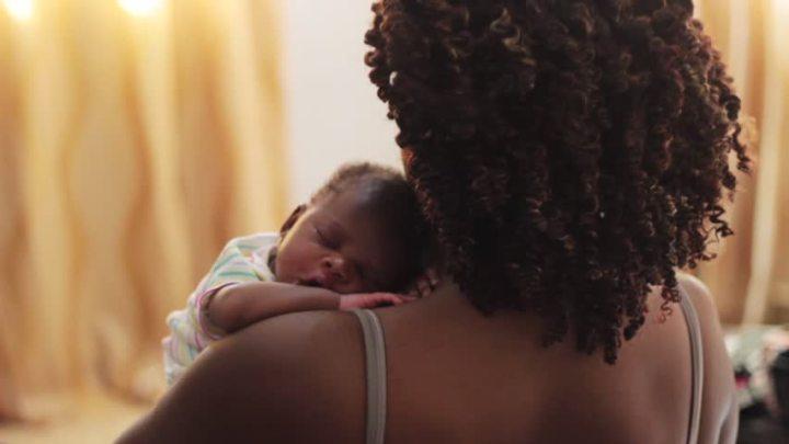 Les scientifiques révèlent l'âge idéal pour avoir des enfants
