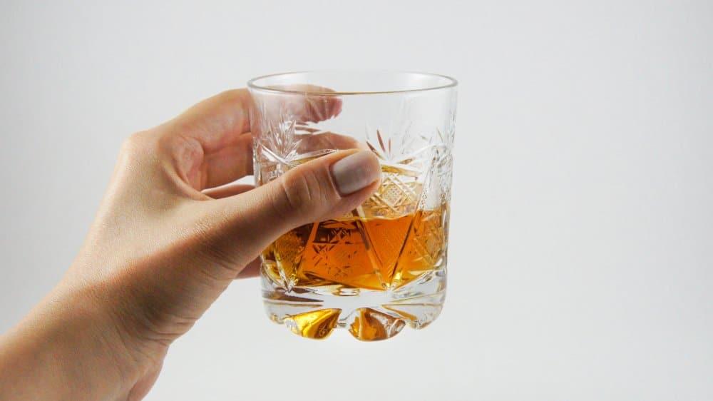 Le whisky peut-il aider avec un estomac malade bouleversé?