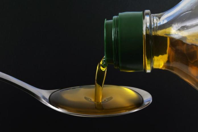 Une cuillère d'huile d'olive.