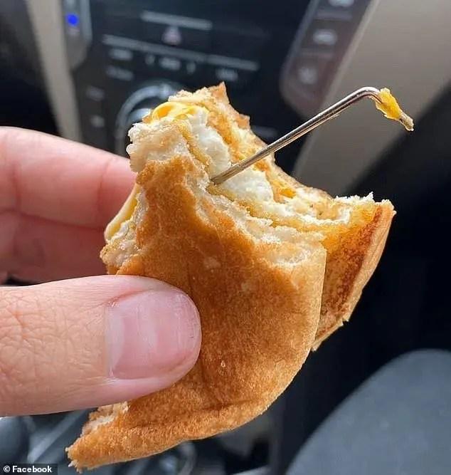 Une mère découvre avec horreur une tige en métal cachée dans un burger de Mc Donald's