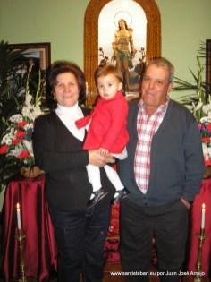 Francisco Moreno y Cati Pozo con su nieta
