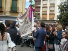 Mostrando la Bandera de la Mayordomía 2012