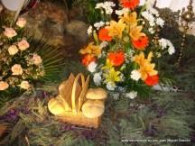 Cruz de la Mayordomía 2011-2012. Pan de Caridad y decoración floral.