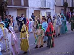 Domingo de Ramos. Niños vestidos de personajes bíblicos con las palmas